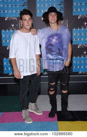 LOS ANGELES - AUG 30:  Nash & Jake 2015 MTV Video Music Awards - Arrivals  on August 30, 2015 in Hollywood, CA