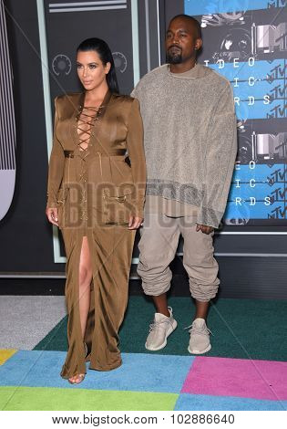 LOS ANGELES - AUG 30:  Kanye West & Kim Kardashian 2015 MTV Video Music Awards - Arrivals  on August 30, 2015 in Hollywood, CA