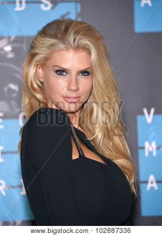 LOS ANGELES - AUG 30:  Charlotte McKinney 2015 MTV Video Music Awards - Arrivals  on August 30, 2015 in Hollywood, CA