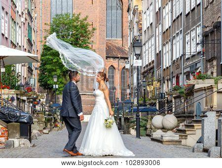 Gdansk. Newlyweds on the  Mariacka street.