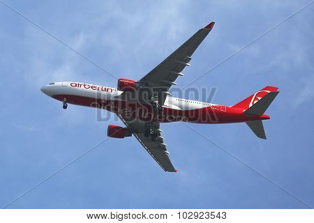 Air Berlin Airbus A330 descending for landing at JFK International Airport in New York