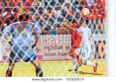 Sisaket Thailand-september 20: Pisanu Ngamsa-nguan Of Sisaket Fc. (orange) In Action During Thai Pre