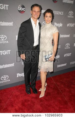 LOS ANGELES - SEP 26:  Tony Goldwyn, Bellamy Young at the TGIT 2015 Premiere Event Red Carpet at the Gracias Madre on September 26, 2015 in Los Angeles, CA