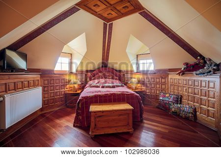 Single Bed In Bedroom