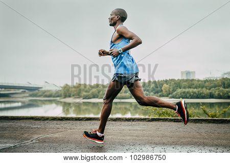Kenyan John Kyui runs along the river