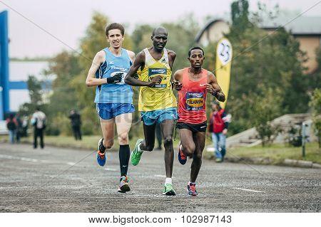 Kenyan Laban Kipkemoi Moiben leading the race