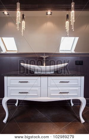 Elegant And Tasteful Washbasin