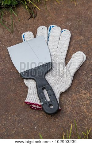 gloves and spatula