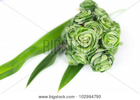 Fresh Pandanus Leaf Weave To Rose Bouquet