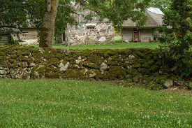 foto of farmhouse  - Last century farmhouse with all the buildings - JPG