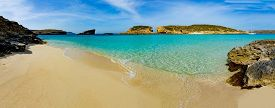 picture of gozo  - The Blue Lagoon on Comino Island - JPG