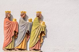 pic of wise  - Three wise men or kings bringing gifts on the wall - JPG