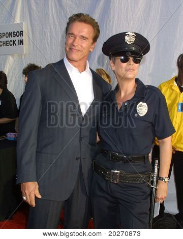 LOS ANGELES - OCT 25:  Arnold Schwarzenegger, Jamie Lee Curtis arriving at the Dream Halloween Benefit 2003 at Barker Hanger on October 25, 2003 in Santa Monica, CA