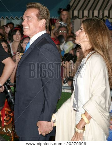 "LOS ANGELES - JUN 14:  Arnold Schwarzenegger, Maria Shriver at the ""Pirates of the Caribbean: Dead Man's Chest"" Premiere at Disneyland on June 14, 2006 in Anaheim, CA"