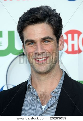 LOS ANGELES - OCT 11:  Eddie Cahill arrives to the Summer Press Tour 2010-CBS CW Showtime on October 11, 2010 in Beverly Hills, CA