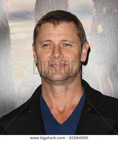 LOS ANGELES - JAN 12: Grant Show arrives at the Season 5 premiere of