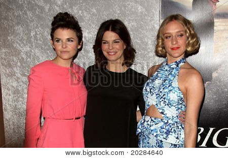 LOS ANGELES - JAN 12: Ginnifer Goodwin, eanne Tripplehorn & Chloe Sevigny arrive at the Season 5 premiere of