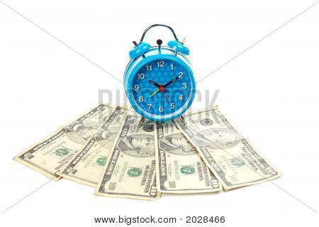 Despertador sobre um fã de dinheiro