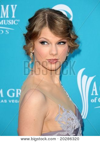 LAS VEGAS - APR 18:  Taylor Swift arrives at the 45th Academy of Country Music Awards  on April 18, 2010 in Las Vegas, NV