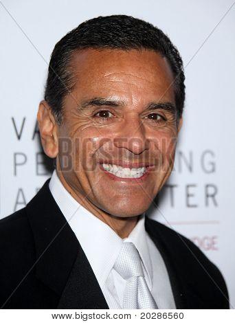 LOS ANGELES - JAN 29:  Antonio Villaraigosa arrives to the Valley Performing Arts Center Opening Gala  on January 29,2011 in Northridge, CA