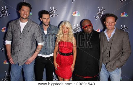 LOS ANGELES - MAR 15:  Blake Shelton, Adam Levine, Christina Aguilera, Cee Lo Green & Mark Burnett arrive to the Press Junket for