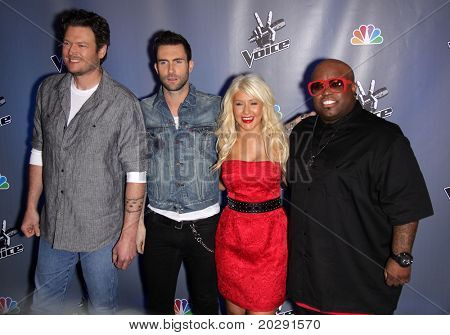 LOS ANGELES - MAR 15:  Blake Shelton, Adam Levine, Christina Aguilera & Cee Lo Green arrives to the Press Junket for