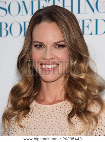 LOS ANGELES - MAY 03:  Hilary Swank arrives to the