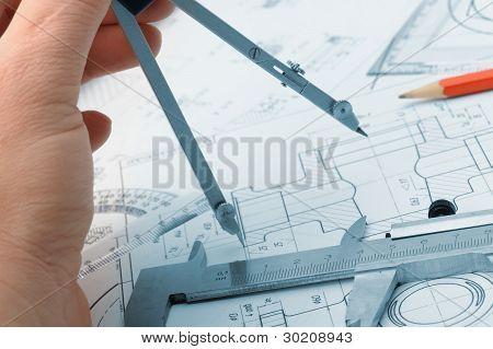 Os detalhes do plano Industrial e uma mão com divisor