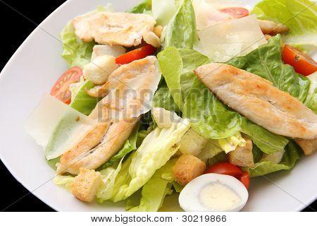 Closeup de Ensalada César con pollo
