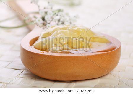 Banana And Honey Face Mask