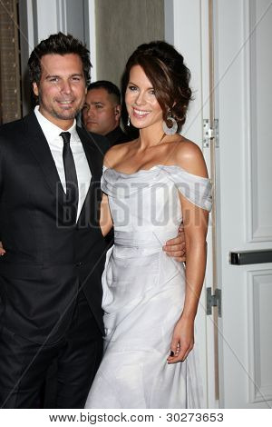 LOS ANGELES - FEB 21:  Len Wiseman, Kate Beckinsale arrives at the 14th Annual Costume Designers Guild Awards at the Beverly Hilton Hotel on February 21, 2012 in Beverly Hills, CA.