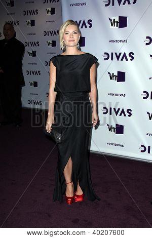 LOS ANGELES - DEC 16: Elisha Cuthbert, die Ankunft der VH1 Divas Konzert 2012 im Shrine Auditorium o