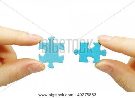 quebra-cabeça na mão isolado no fundo branco