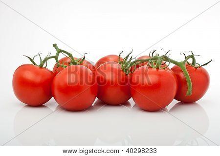 Rispe Saftiger Tomaten Isoliert Vor Weissem Hintergrund