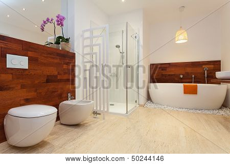 Modern Warm Bathroom