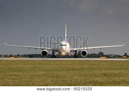 White Plane Wide Range