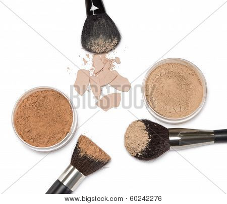 Loose Powder And Compact Powder With Makeup Brushes