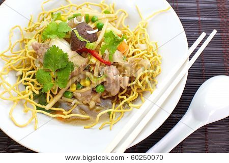 Chinese Deep Fried Noodle with seafood and vegetable