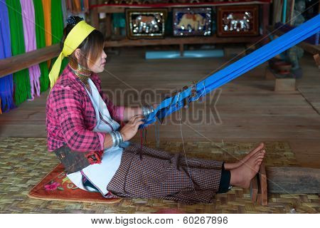 Long-necked Kayan Lahwi Woman Weave On Traditional Device