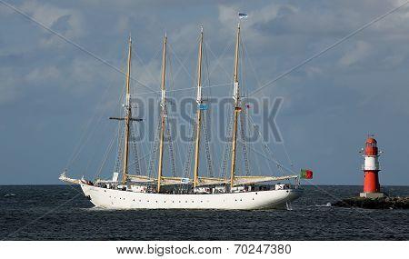 Old sailing ship at Hansesail 2014 (02)