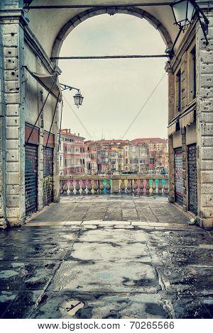 Rialto bridge, Venice, Italy, ancient European architecture, touristic city, grunge style photo, famous landmark, travel and tourism concept