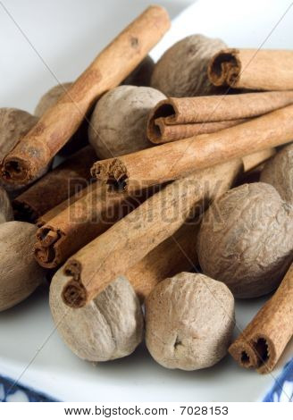 Whole Nutmeg And Cinnamon