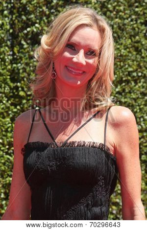 LOS ANGELES - AUG 16:  Beth Littleford at the 2014 Creative Emmy Awards - Arrivals at Nokia Theater on August 16, 2014 in Los Angeles, CA