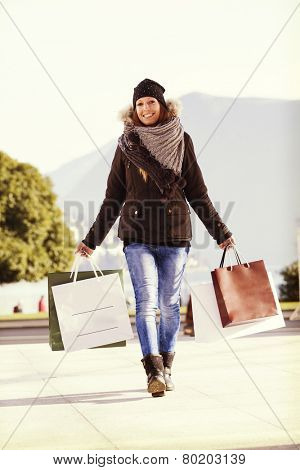 outdoot portrait, shopping bags