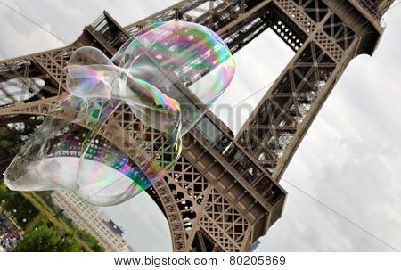 big bubbles in front of the Eiffel Tower
