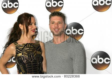 LOS ANGELES - JAN 14:  Juliette Lewis, Ryan Philippe at the ABC TCA Winter 2015 at a The Langham Huntington Hotel on January 14, 2015 in Pasadena, CA