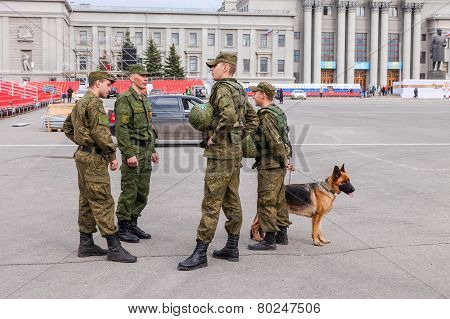 Army Patrol With Dog On Kuibyshev Square In Samara