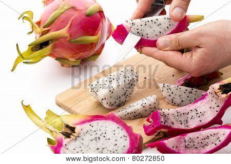 Separating Pitaya Fruit Pulp From Its Skin