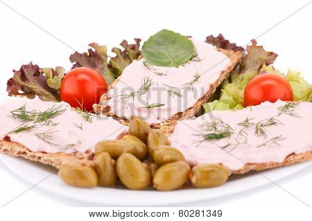Cracker With Fresh Vegetables And Cream