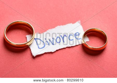 Rings On Piece Of Paper With Divorce Text